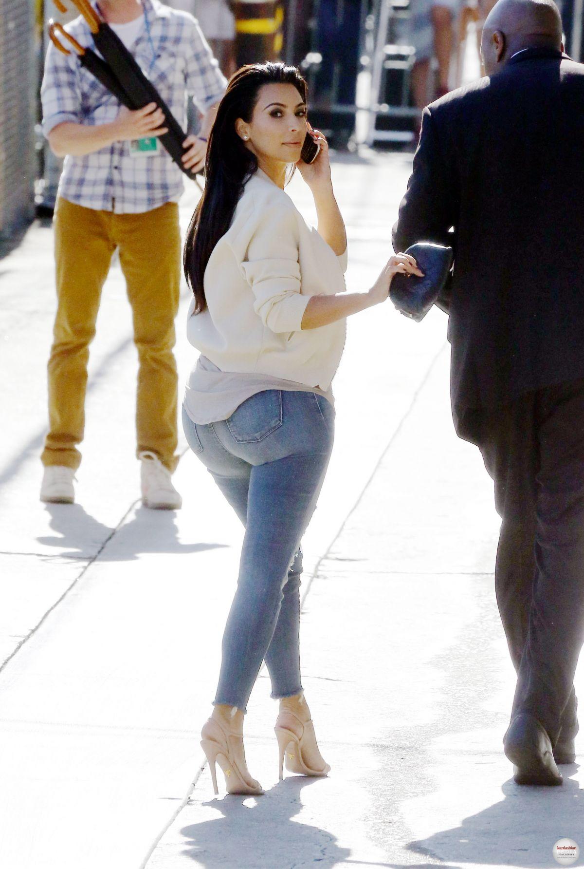 Kim Kardashian Ass In Jeans 25