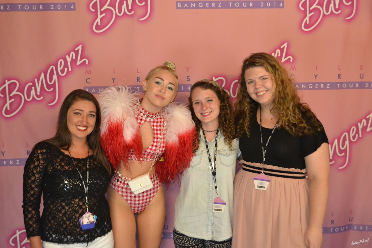 52c93ce2f510 MILEY CYRUS Meet and Greet at KFC Yum! Center in Louisville - HawtCelebs