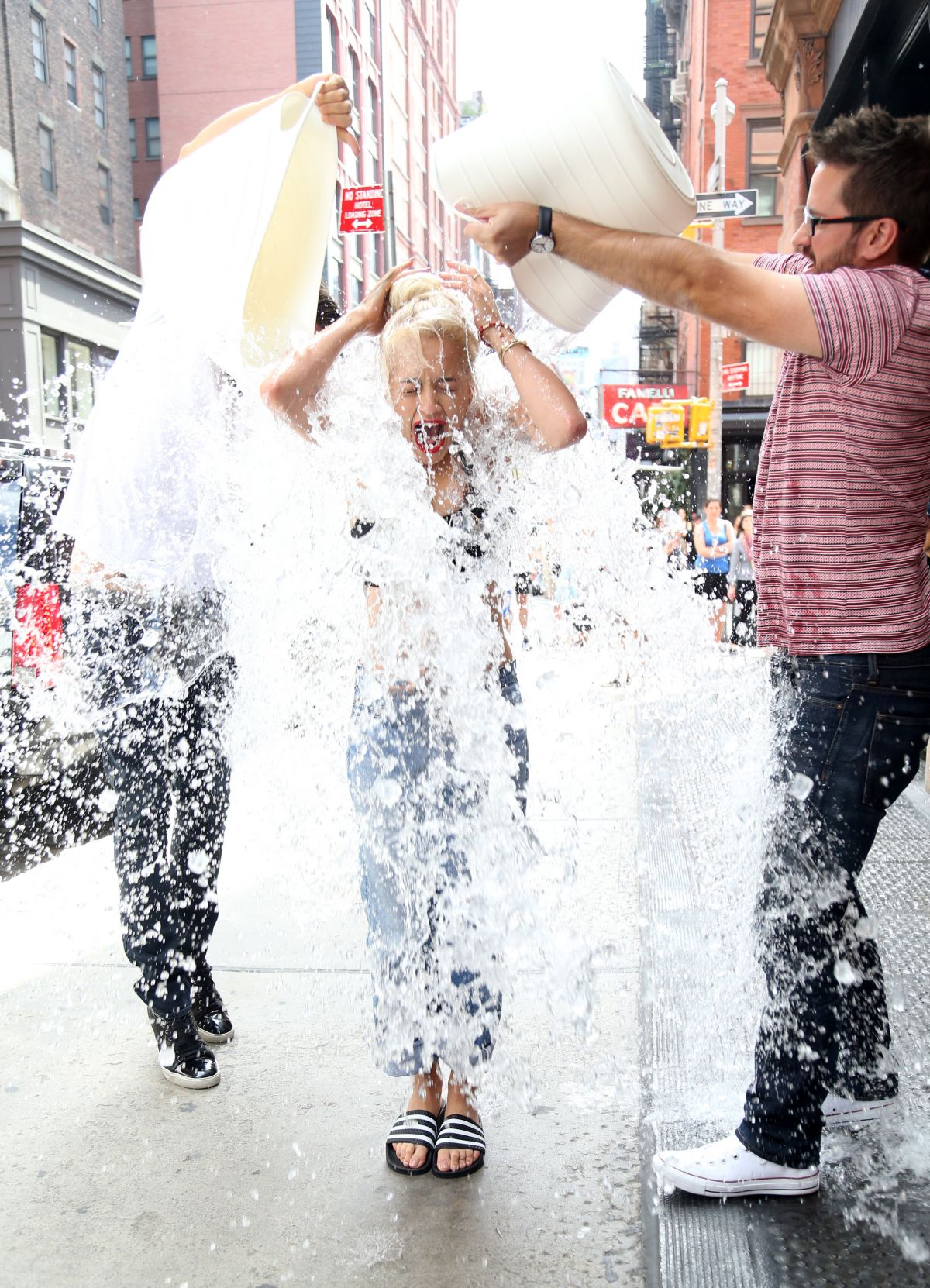 Rita Ora Als Ice Bucket Challenge In New York Hawtcelebs