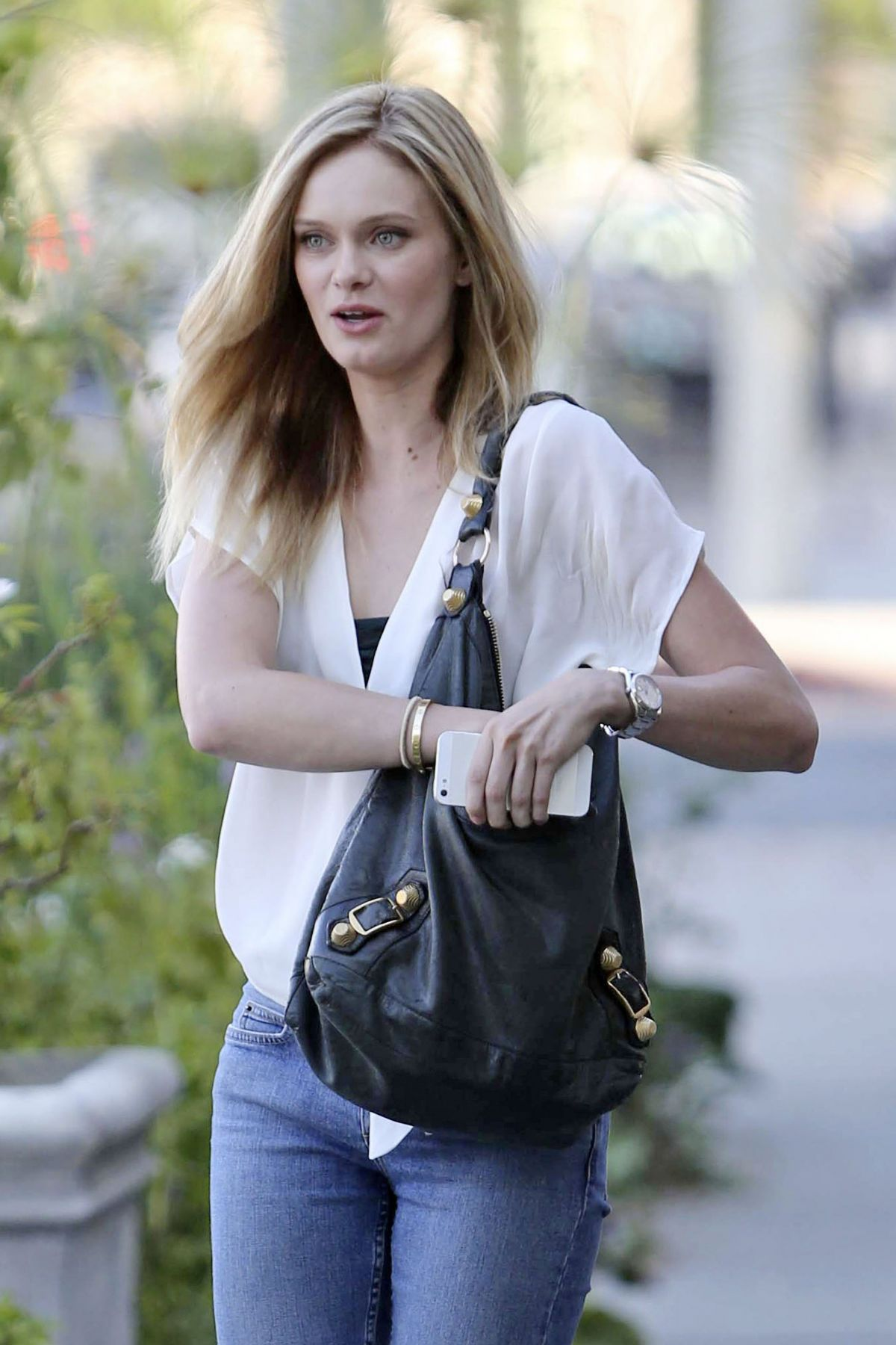SARA PAXTON Leaves Ken Paves Salon in West Hollywood