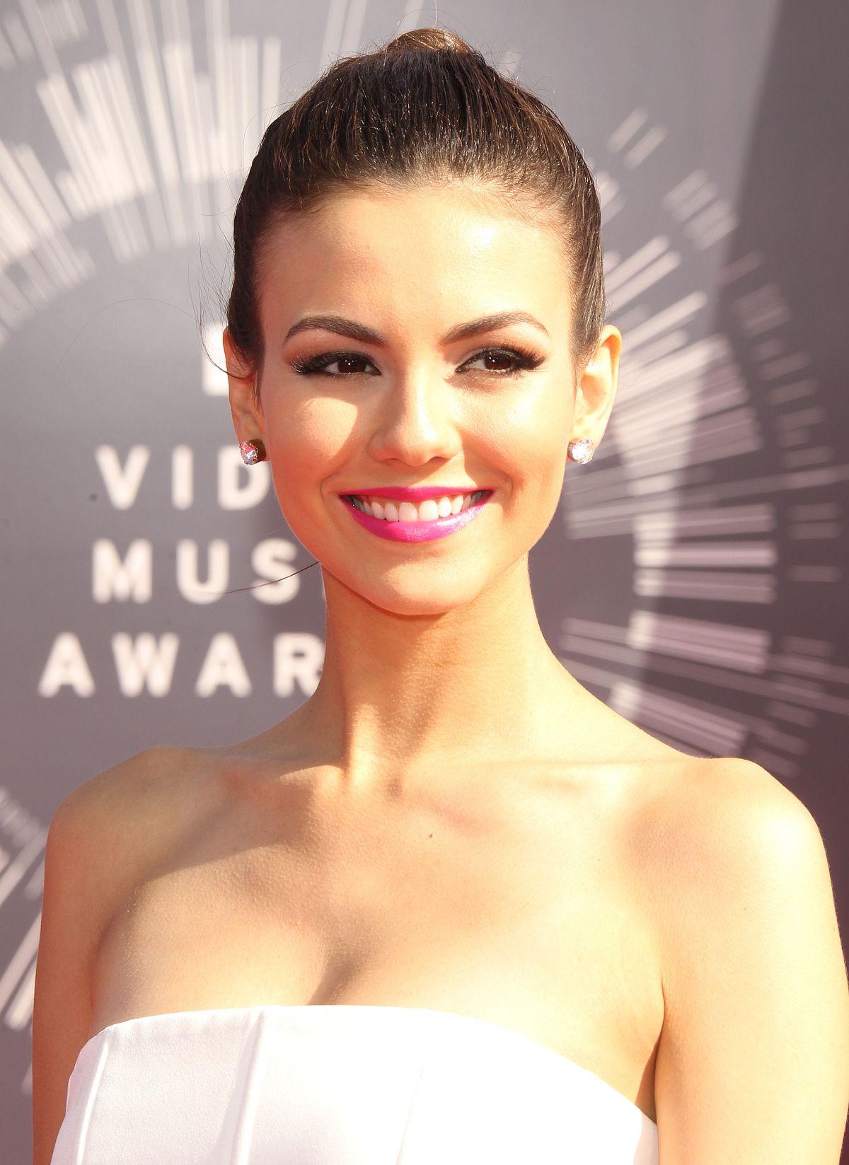 VICTORIA JUSTICE At 2014 MTV Video Music Awards