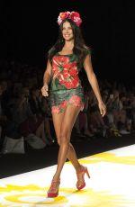 ADRIANA LIMA ar Runway of Desigual Fashion Show in New York