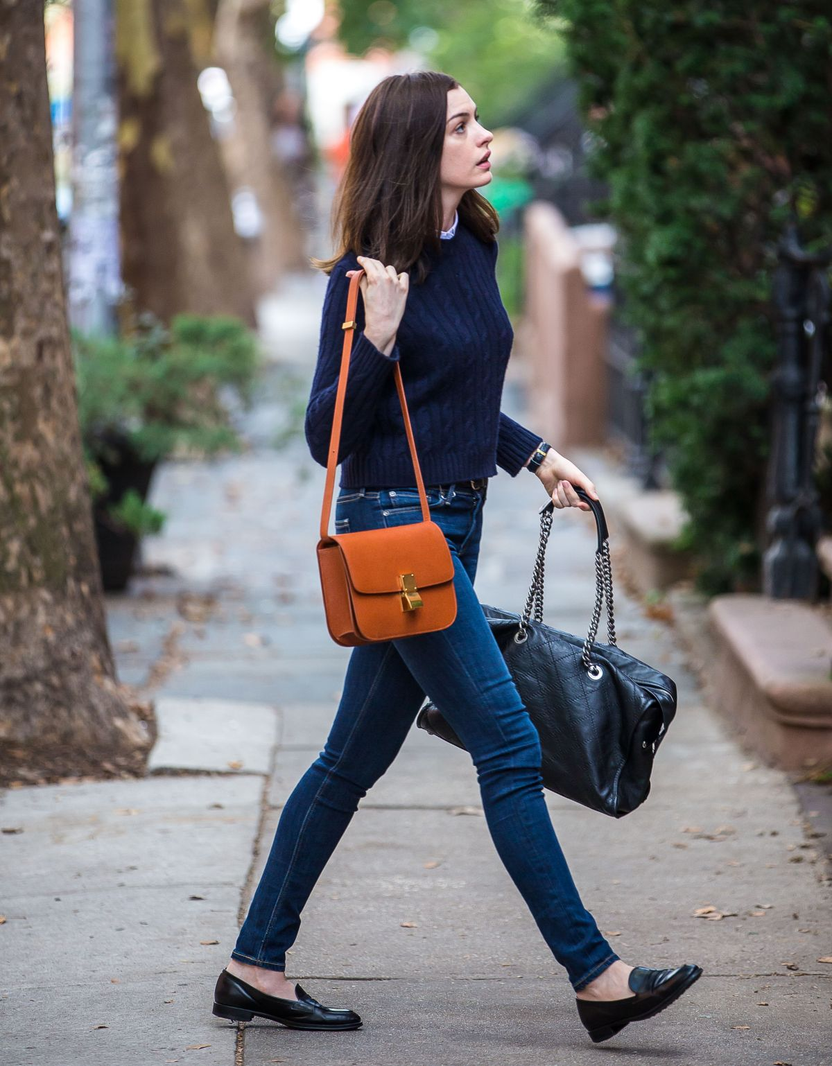 ANNE HATHAWAY in Jeans on the Set of The Intern - HawtCelebs ...