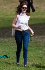 ANNE HATHAWAY on Th Intern Set in New York 0909