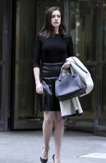ANNE HATHAWAY on the Set of The Intern in New York 1909