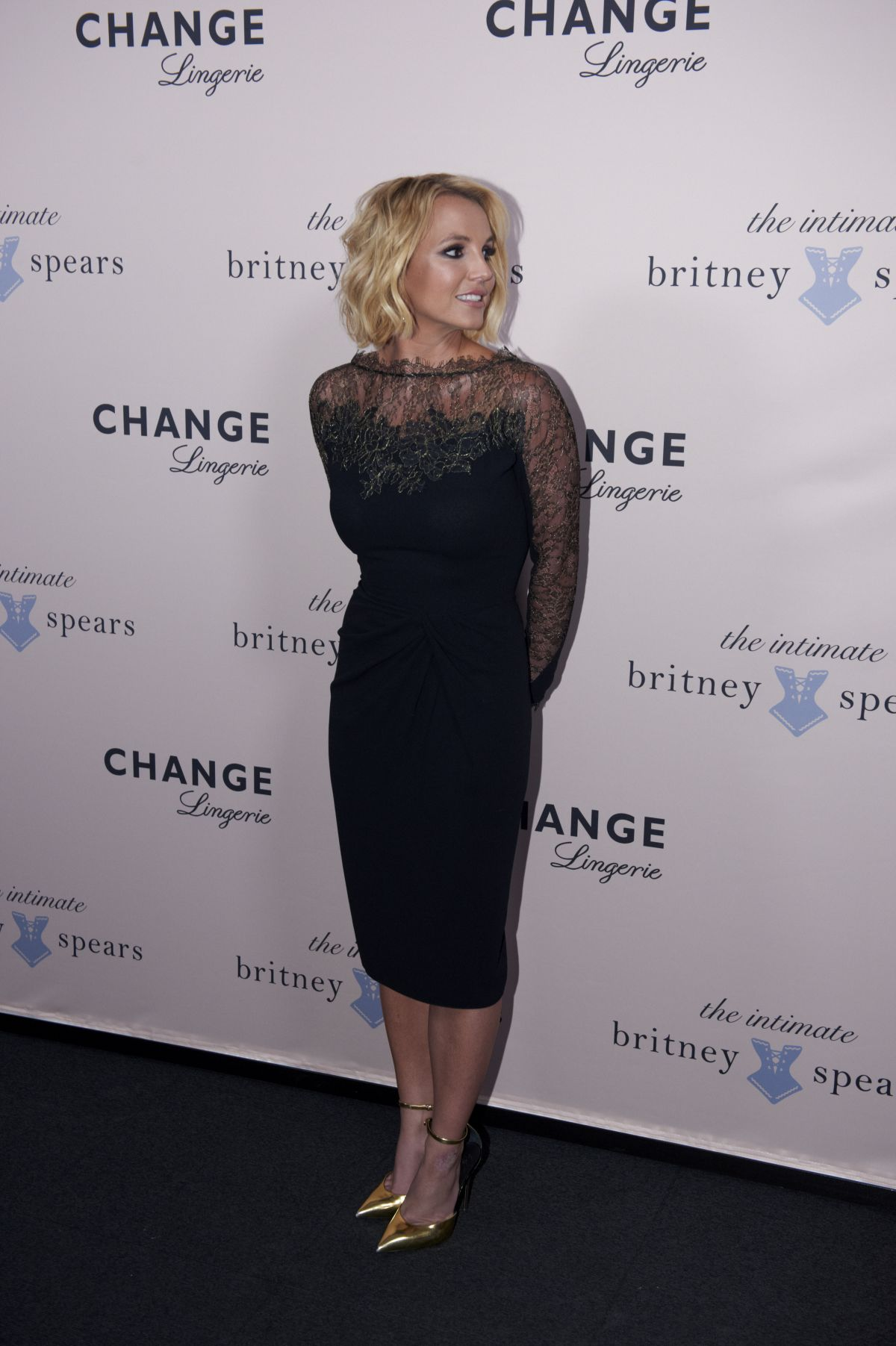 britney-spears-at-the-intimate-britney-s