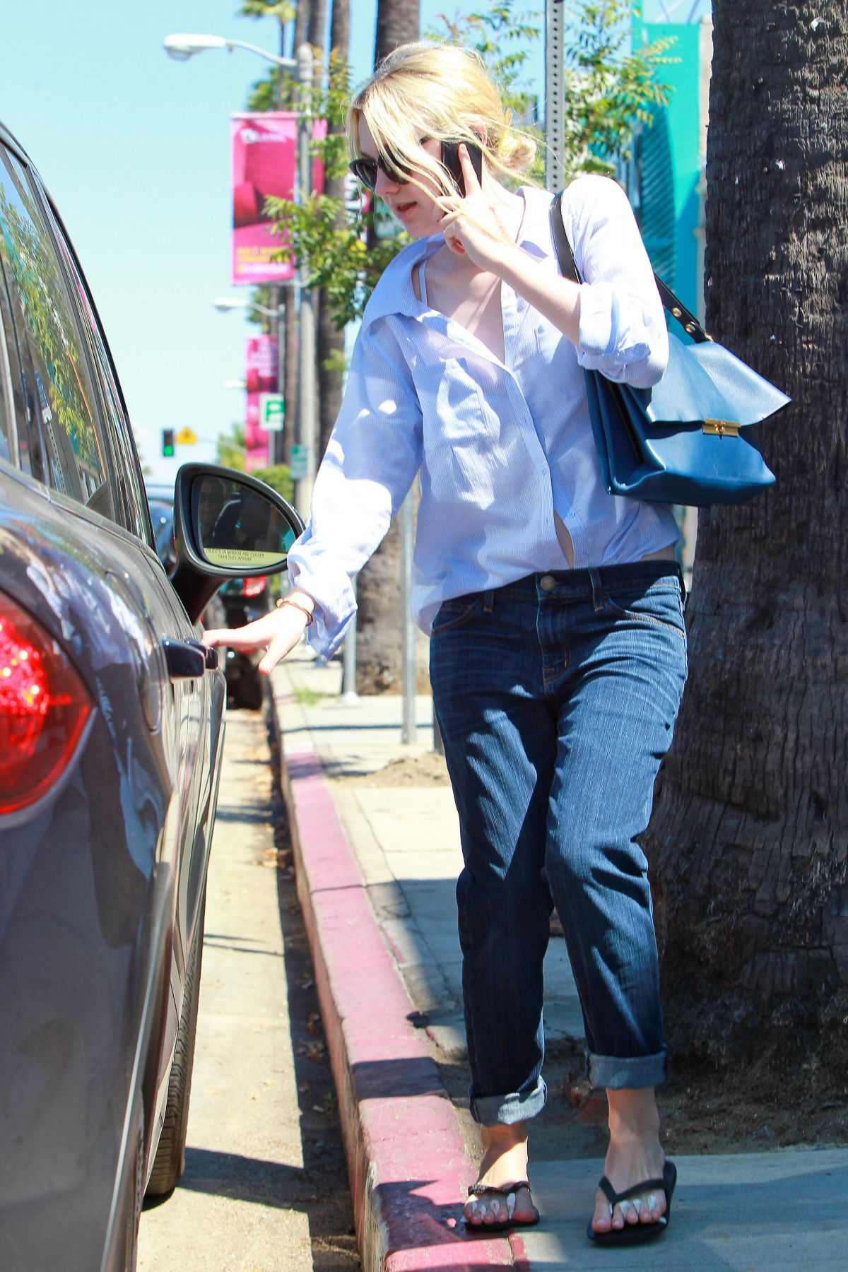Dakota fanning leaves a nail salon in studio city for A salon of studio city