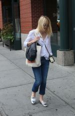 DAKOTA FANNING Out and About in New York 0809