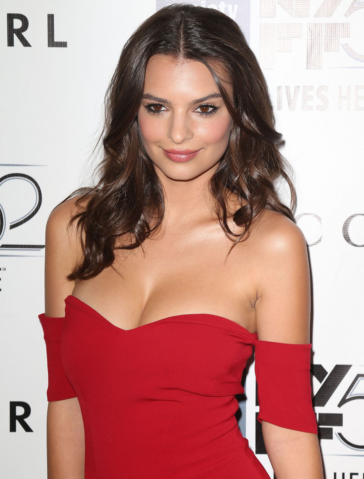 EMILY RATAJKOWSKI at Gone Girl Premiere in New York  HawtCelebs