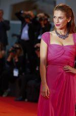 ISABELLA RAGONESE it Il Giovane Favoloso Premiere in Venice