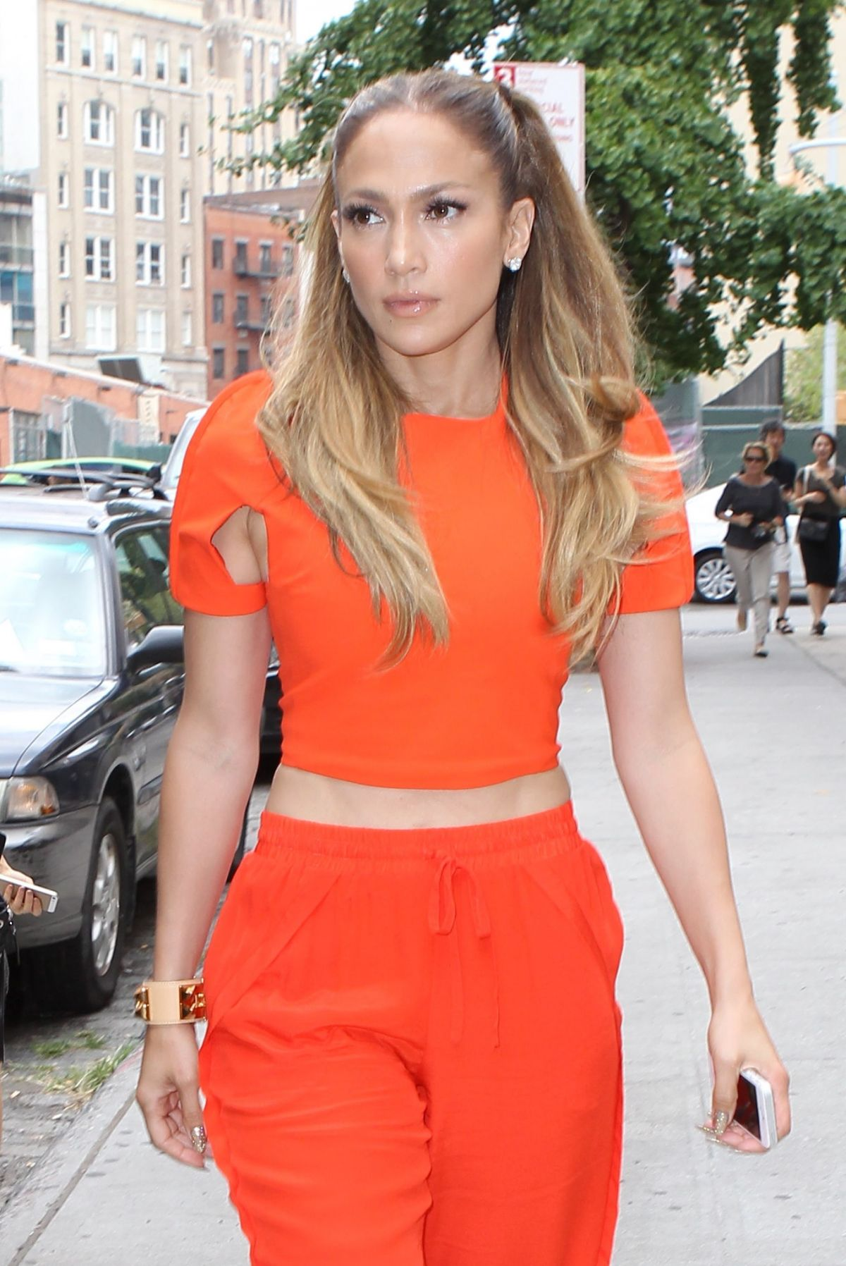 JENNIFER LOPEZ Leaves Her Apartment in New York