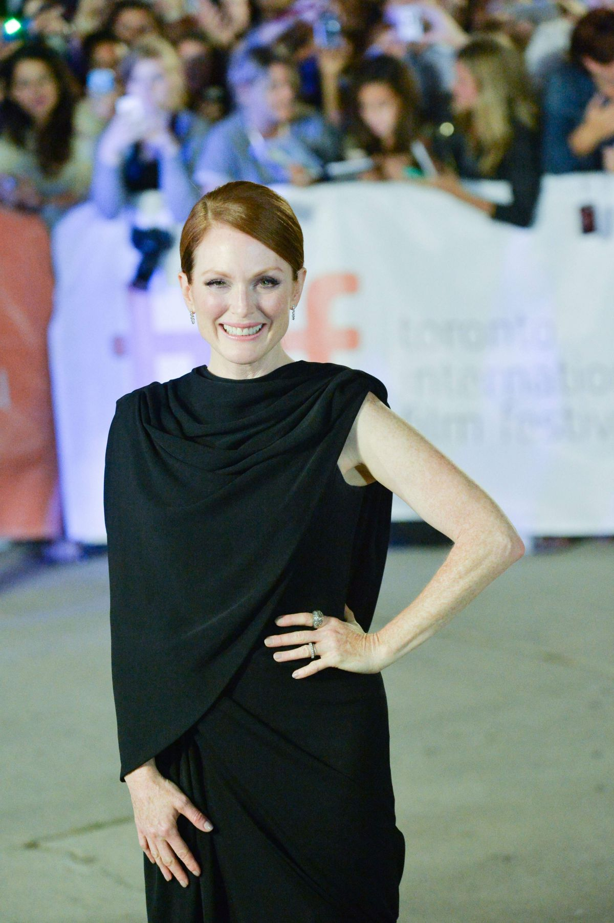 image Julianne moore in map to the stars