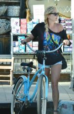 KESHA Out at Abbot Kinney Boulevard in Venice