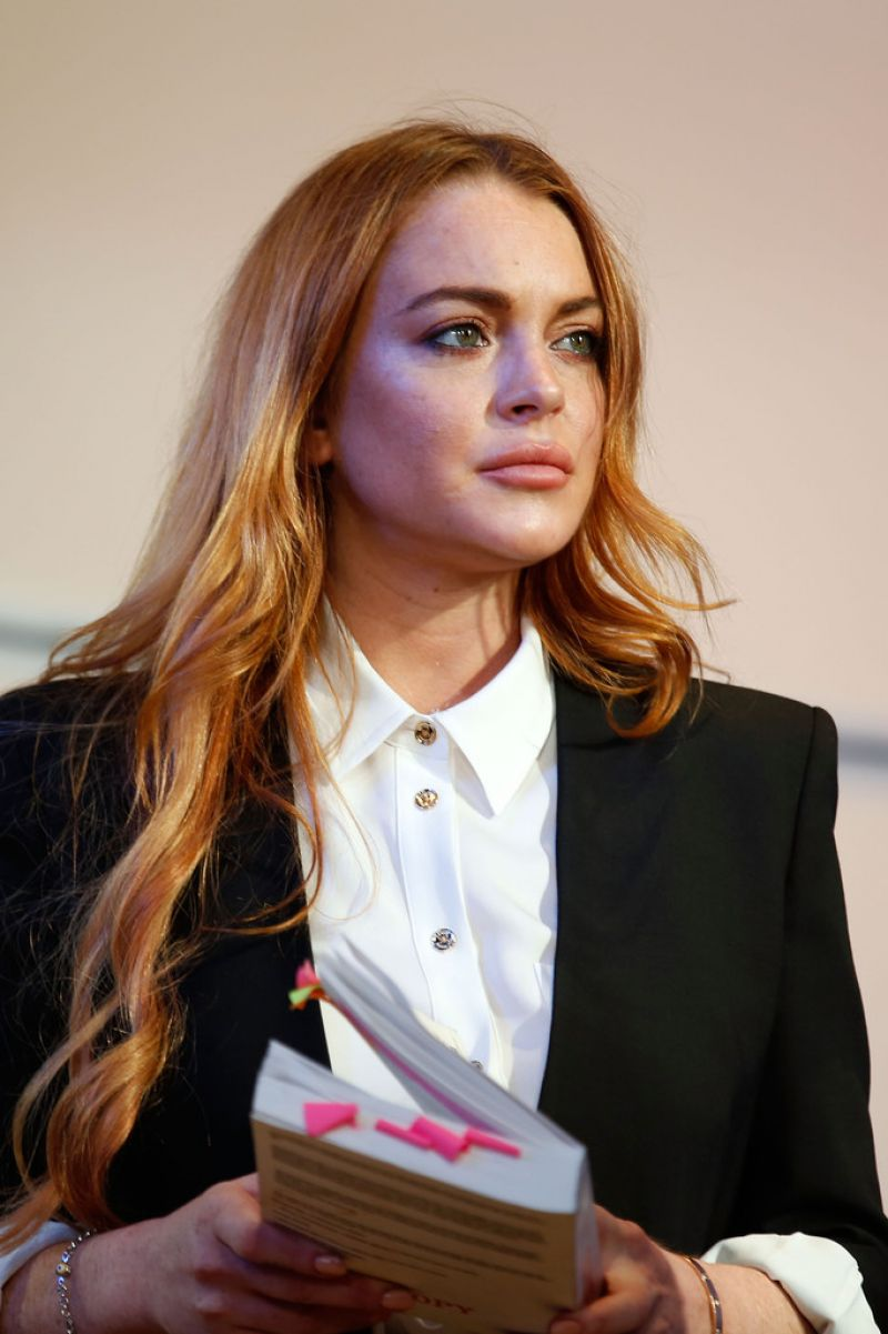 LINDSAY LOHAN - Speed the Plow Photocall in London