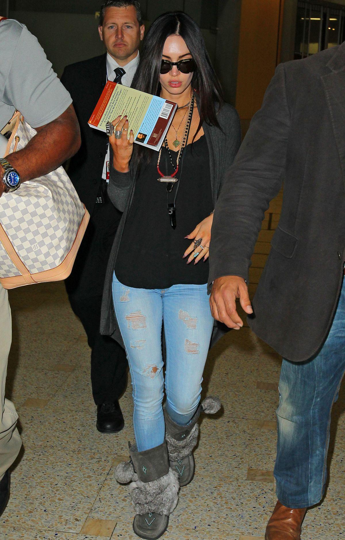 MEGAN FOX Arrives at Airport in Sydney