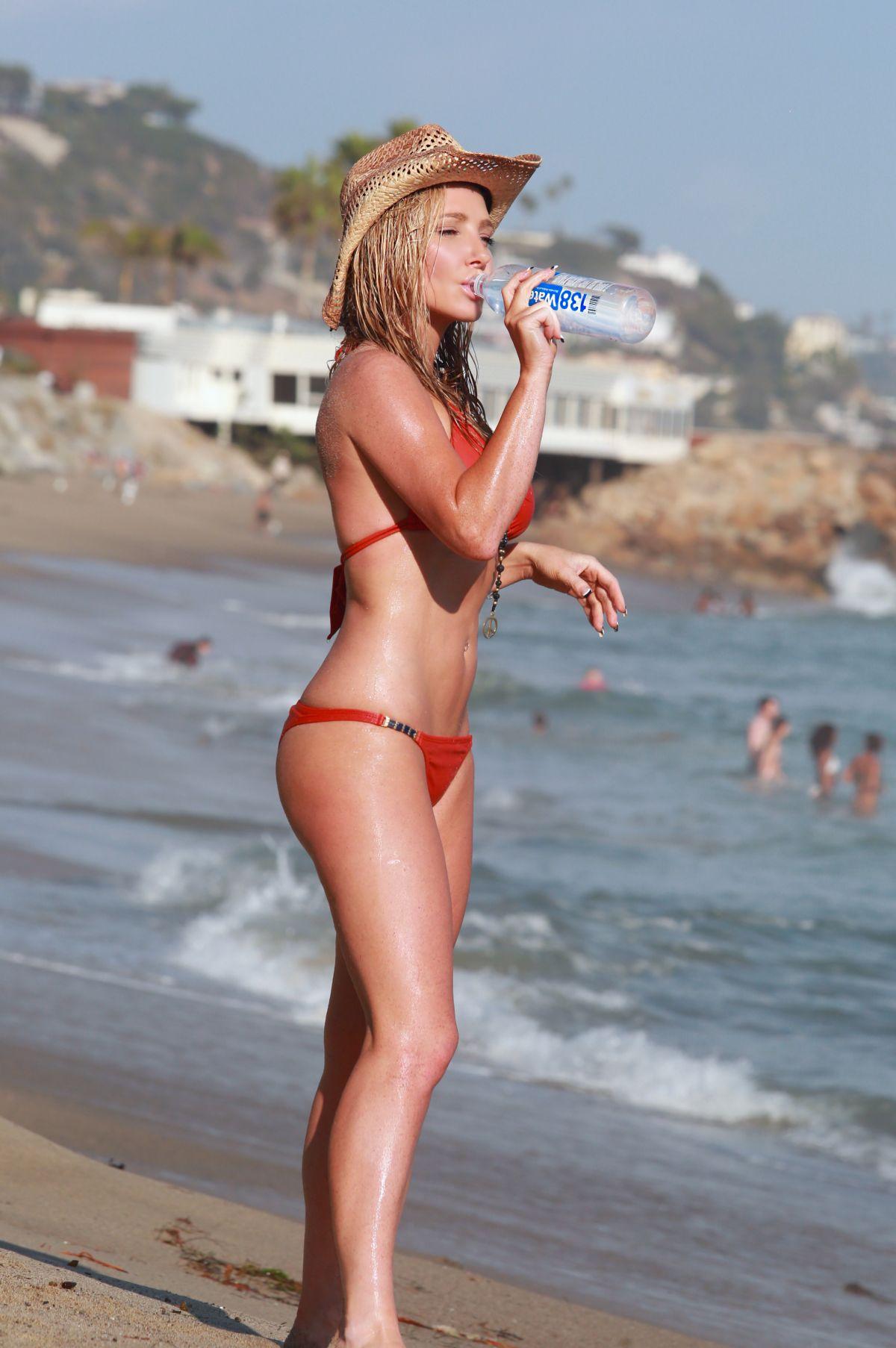 Nikki Lund in Bikini Photoshoot in Malibu Pic 21 of 35