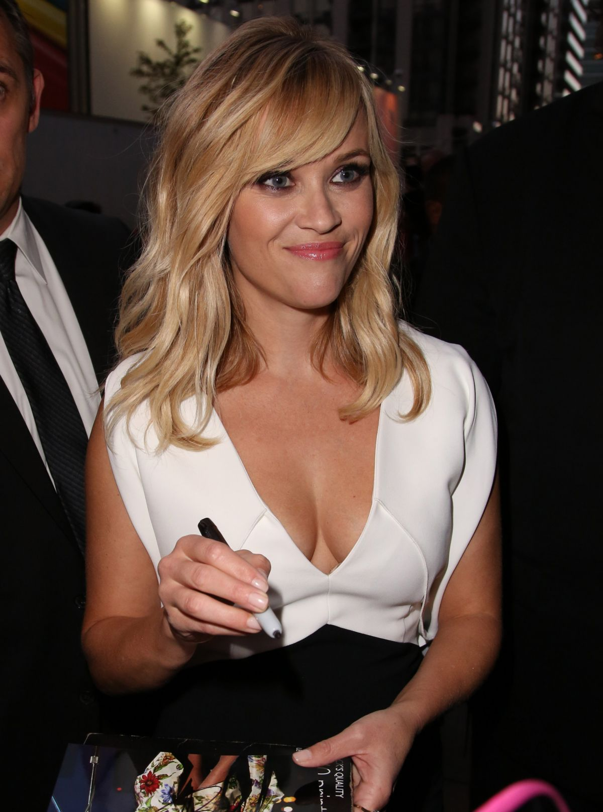 Reese Witherspoon Profile  Bio  Hot Pictures  Hot Photos