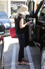 REESE WITHERSPOON Out and About in Beverly Hills 0209