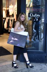 SAMMI HANRATTY Shopping at Aritzia Fifth Avenue in New York