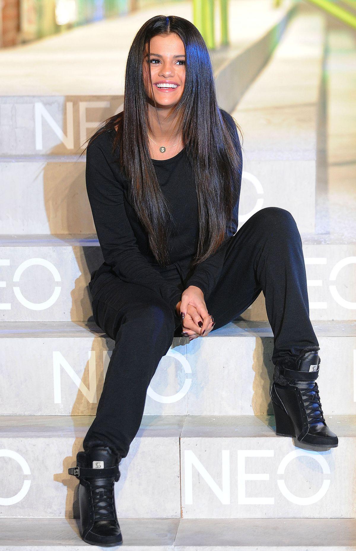 Produce puerta En particular  SELENA GOMEZ at 2014 Adidas Neo Fashion Show in New York – HawtCelebs