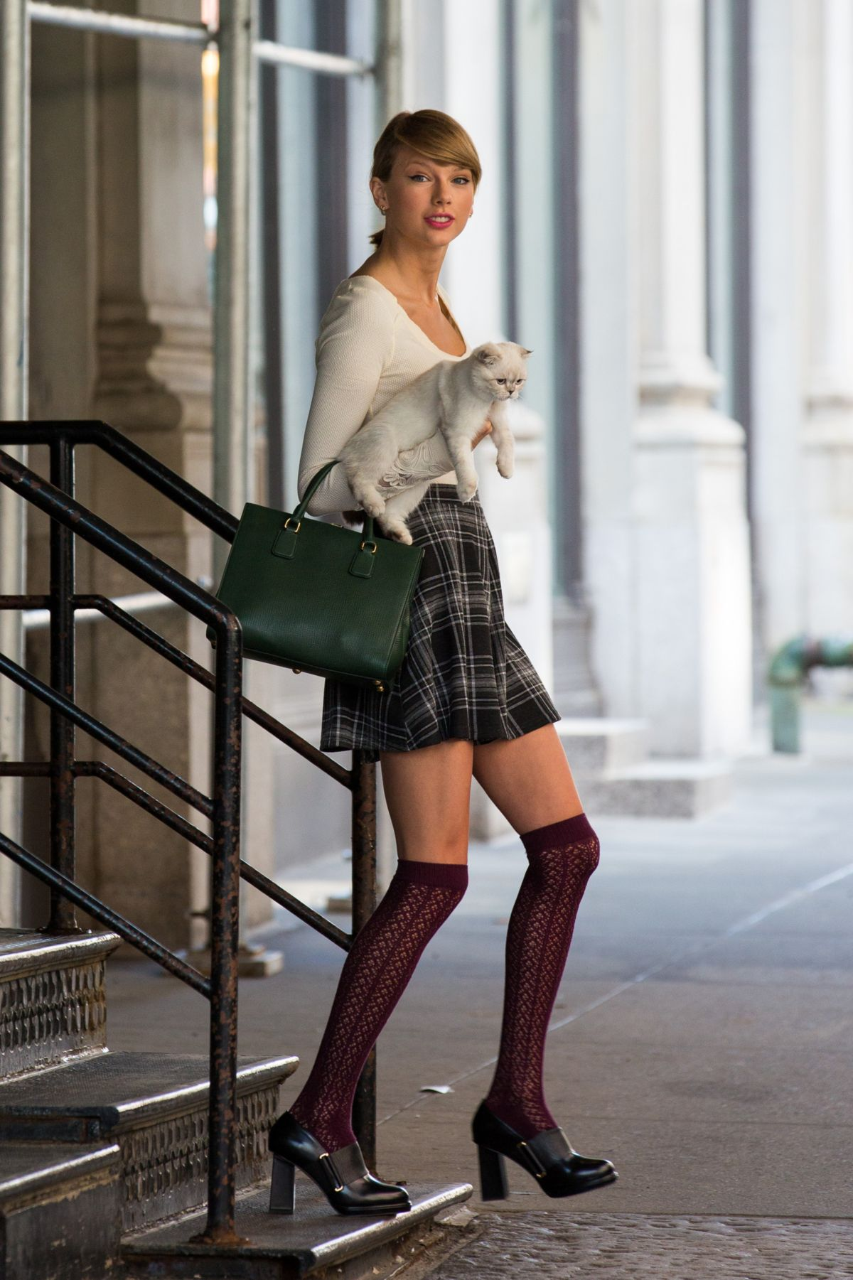 Taylor Swift In Stockings Out And About New York Hawtcelebs Nte5 Master Socket Wiring Diagram
