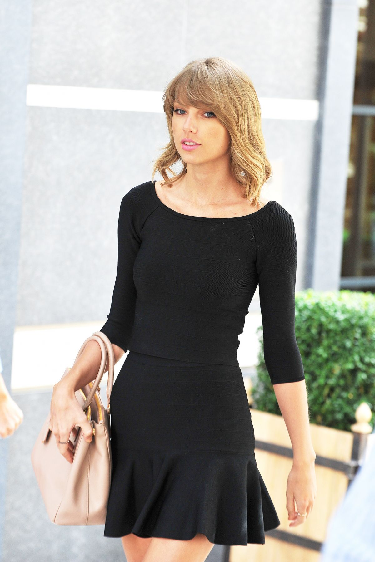 TAYLOR SWIFT Leaves Ham Yard Hotel in London