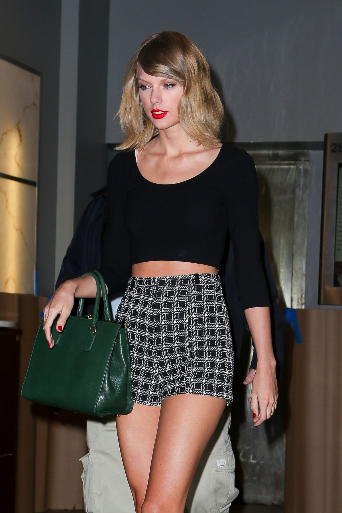 TAYLOR SWIFT Night Out in New York 1509