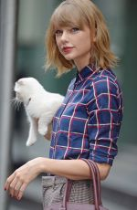 TAYLOR SWIFT Out and About in New York 2509