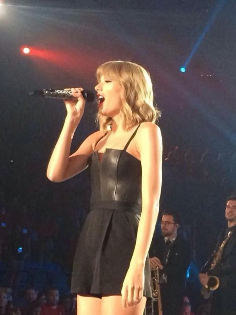 TAYLOR SWIFT Performs at Private Concert in Minneapolis