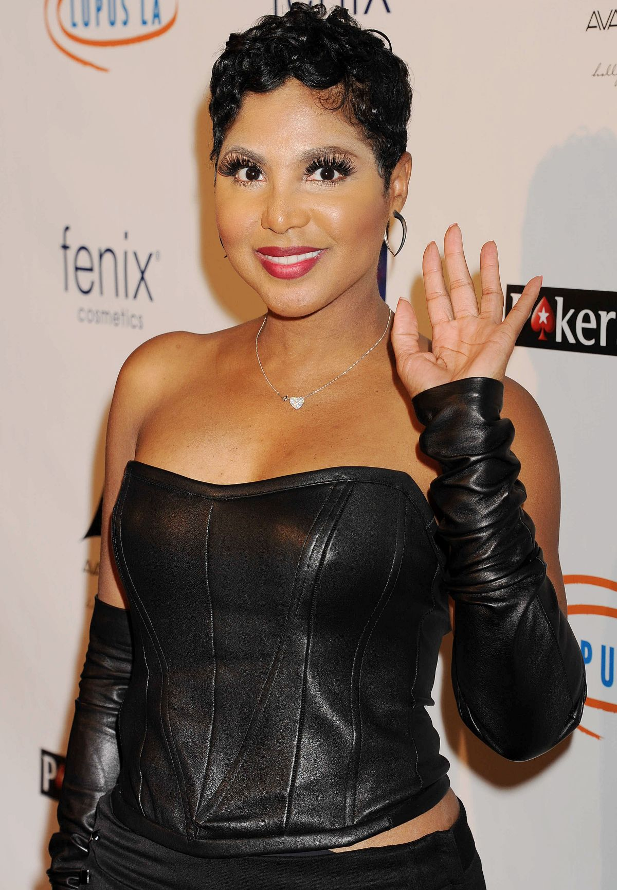 Tips: Toni Braxton, 2017s businessy hair style of the cute hautain  musician