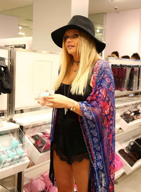 ALLI SIMPSON at Forever 21 Fashion Launch