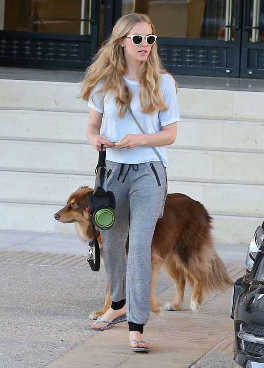 AMANDA SEYFRIED Leaves Barneys New York