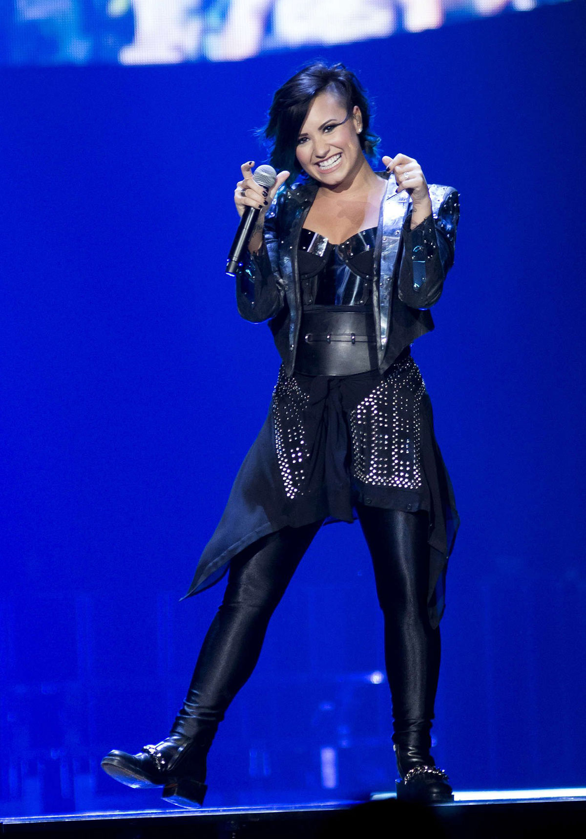 Demi Lovato Performs Neon Lights World Tour Newark 12 Archives Page Hawtcelebs