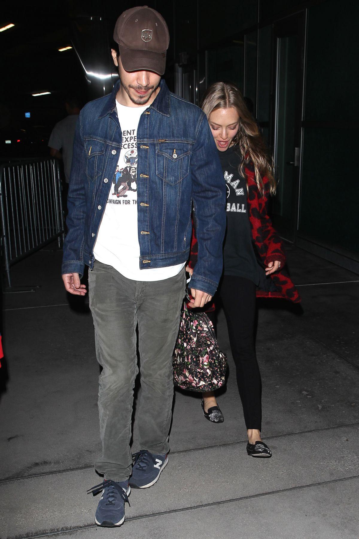 AMANDA SEYFRIED and Justin Long Jogging in Los Feliz ...  |Amanda Seyfried And Justin Long
