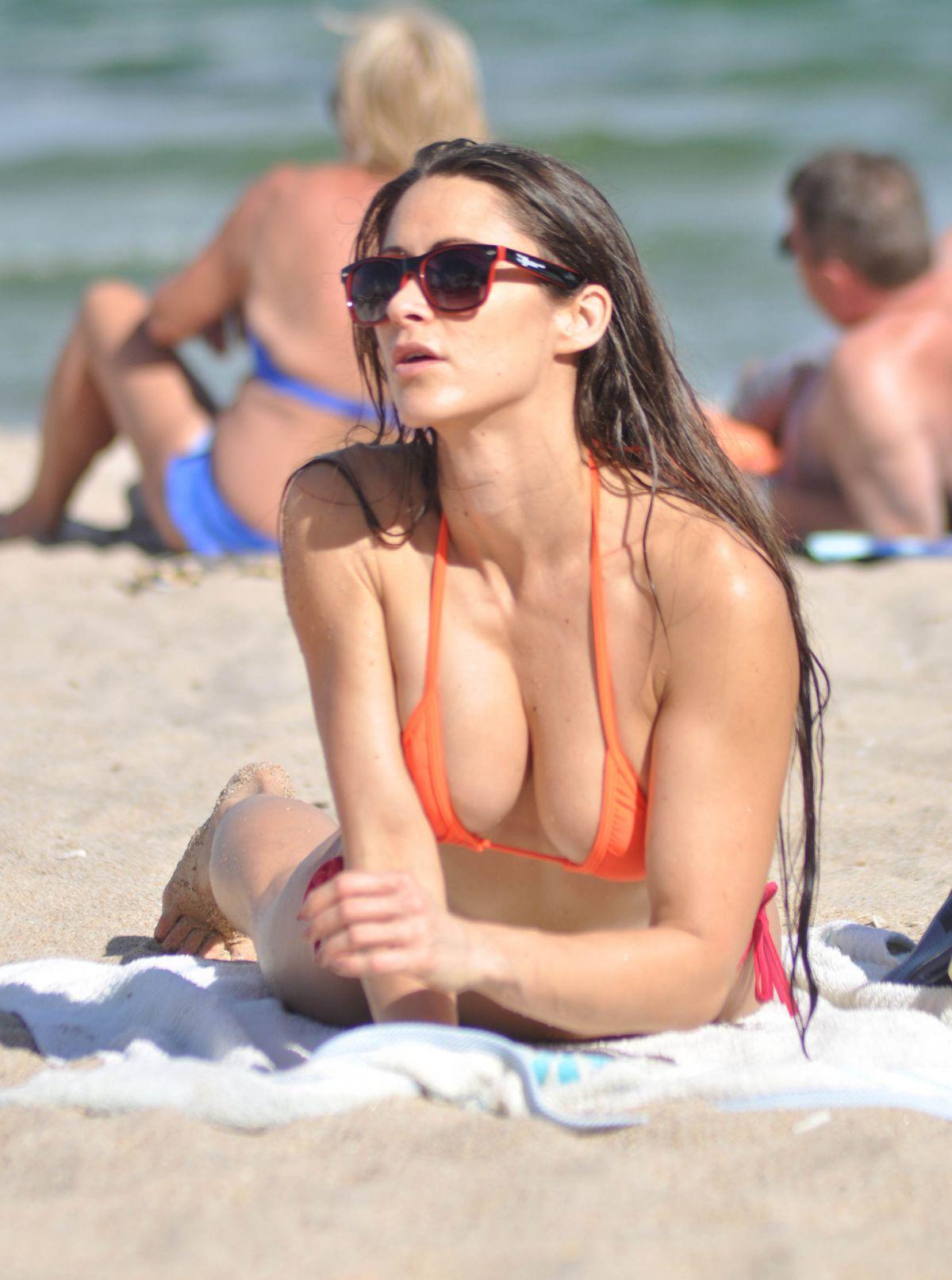 anais zanotti in bikini on the beach in miami  u2013 hawtcelebs