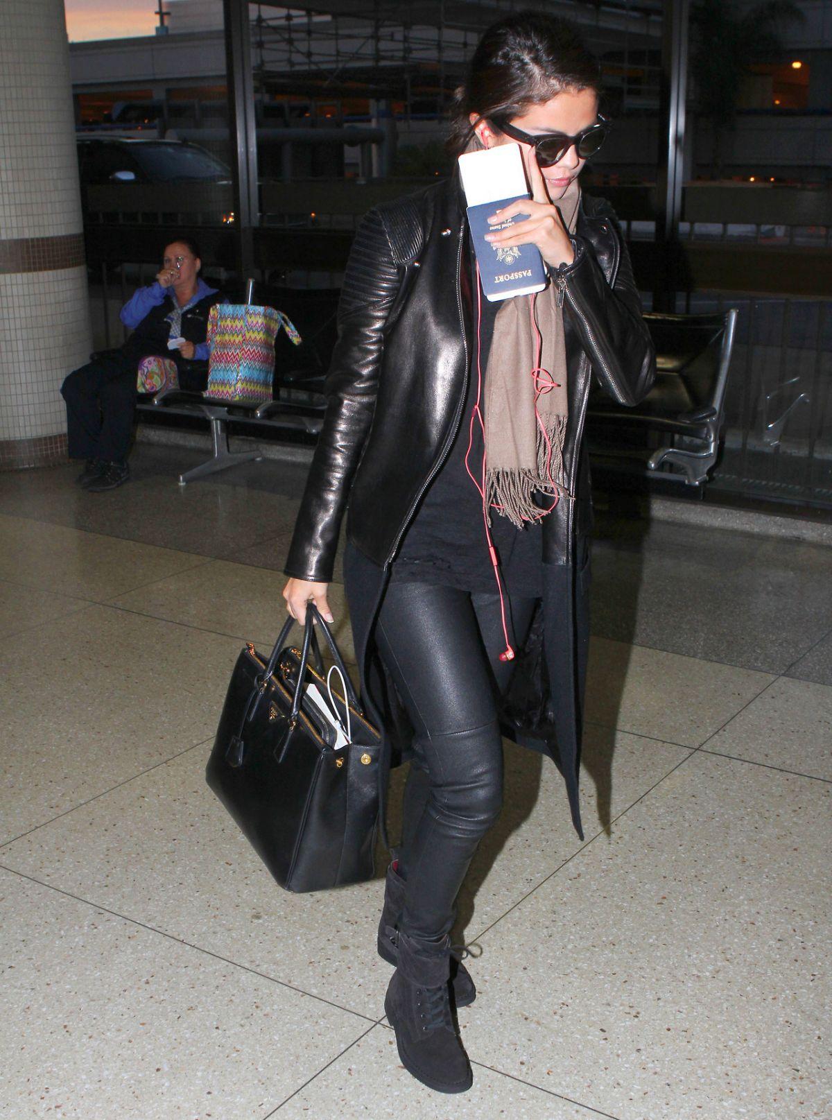 SELENA GOMEZ Arrives at Los Angeles Inernational Airport 2010
