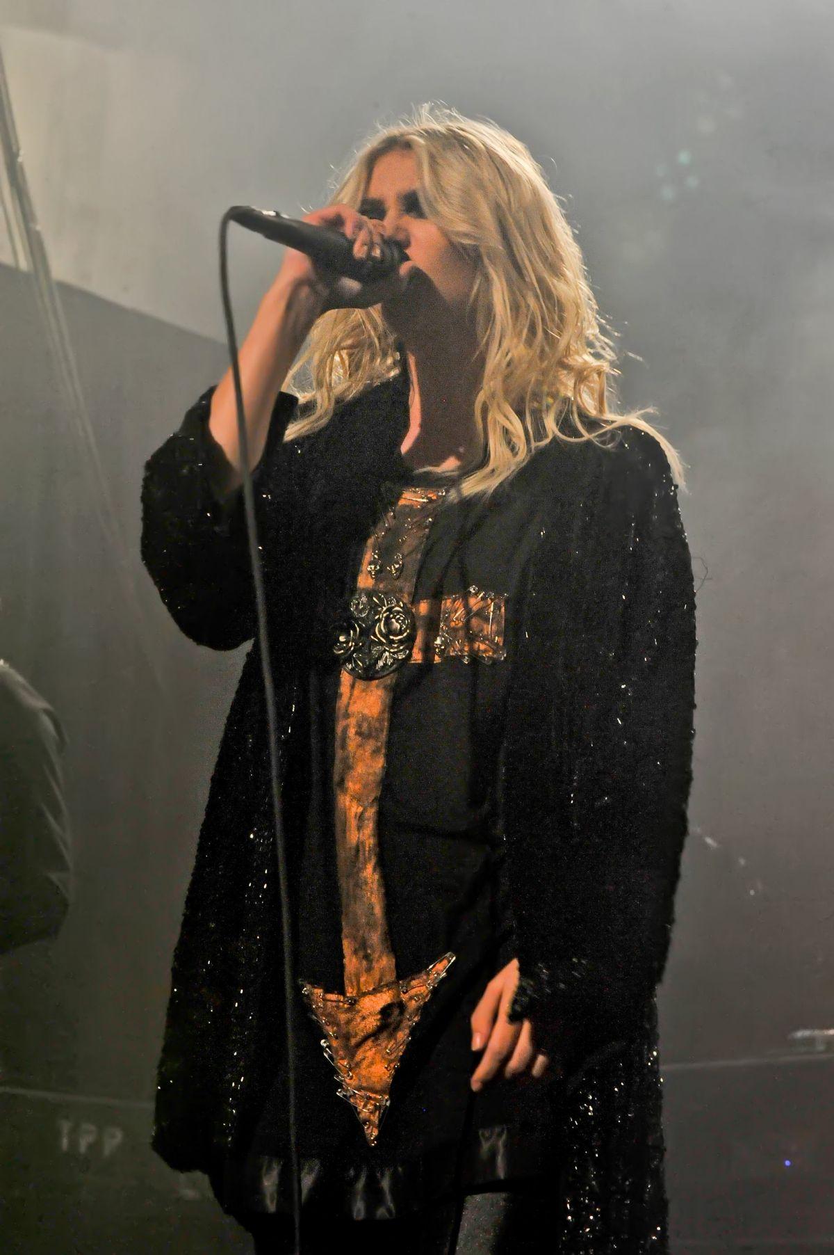 TAYLOR MOMSEN Performs at Emo