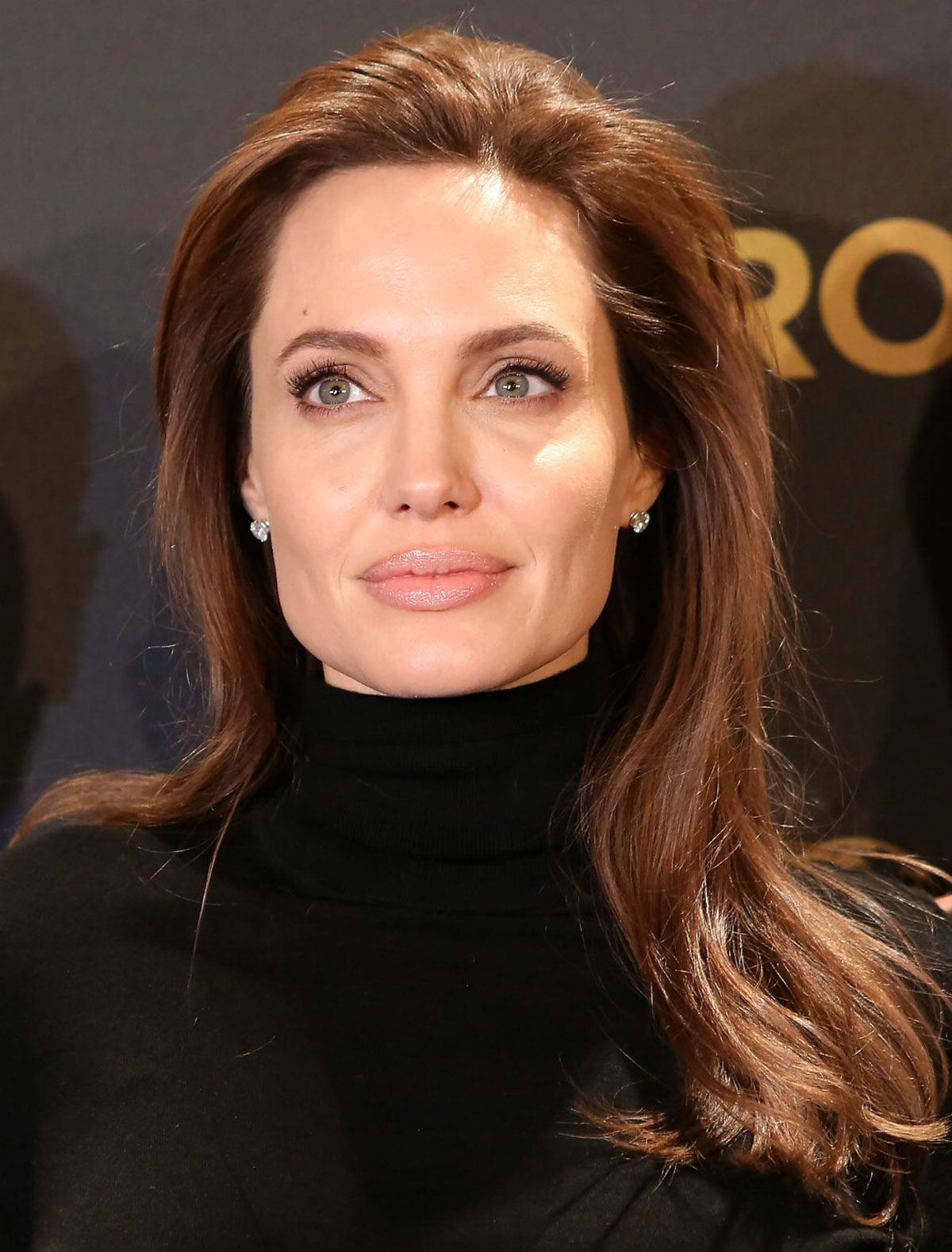 ANGELINA JOLIE at Unbroken Photocall in Berlin - HawtCelebs ...
