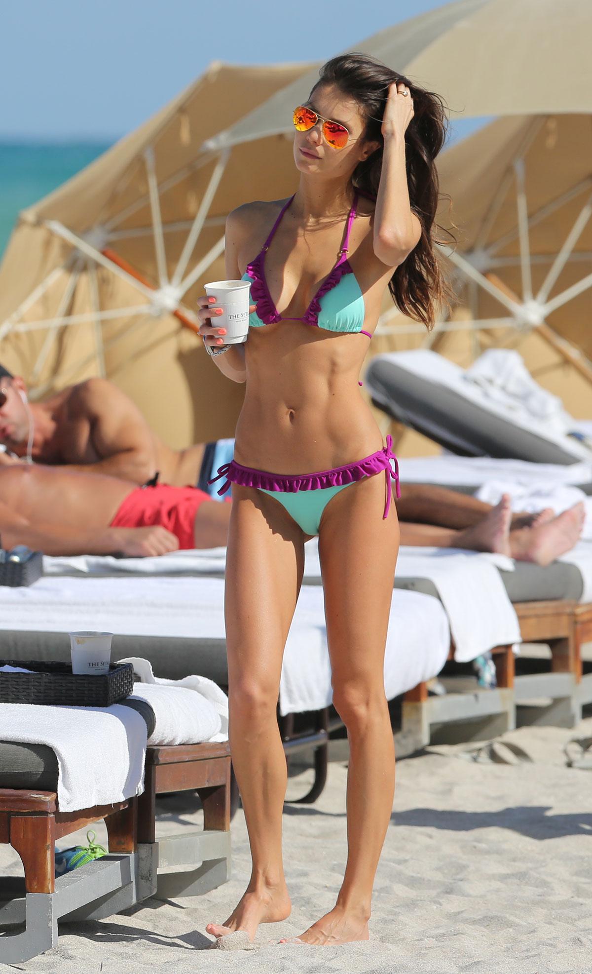julia-in-bikini