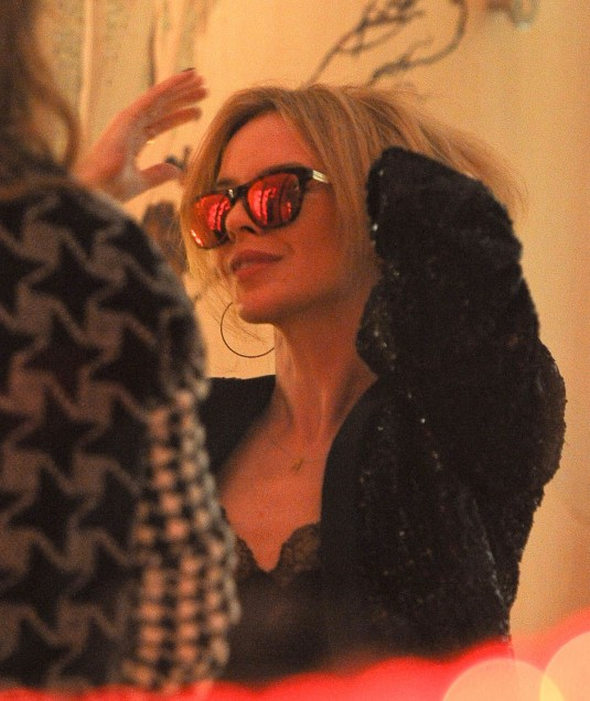 KYLIE MINOGUE Trying Some Sunglasses