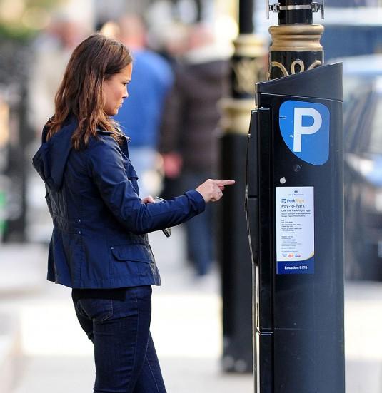 PIPPA MIDDLETON Feeding Parking Meter