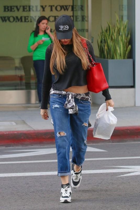 SOFIA VERGARA in Ripped Jeans