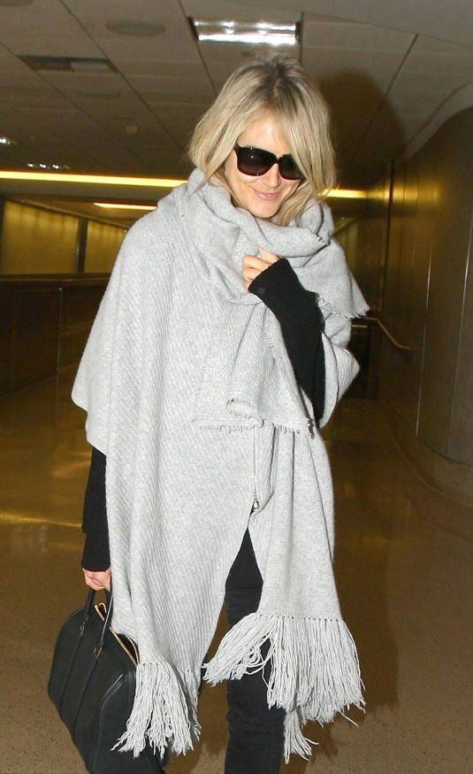 TAYLOR SCHILLING at Los Angeles Airport