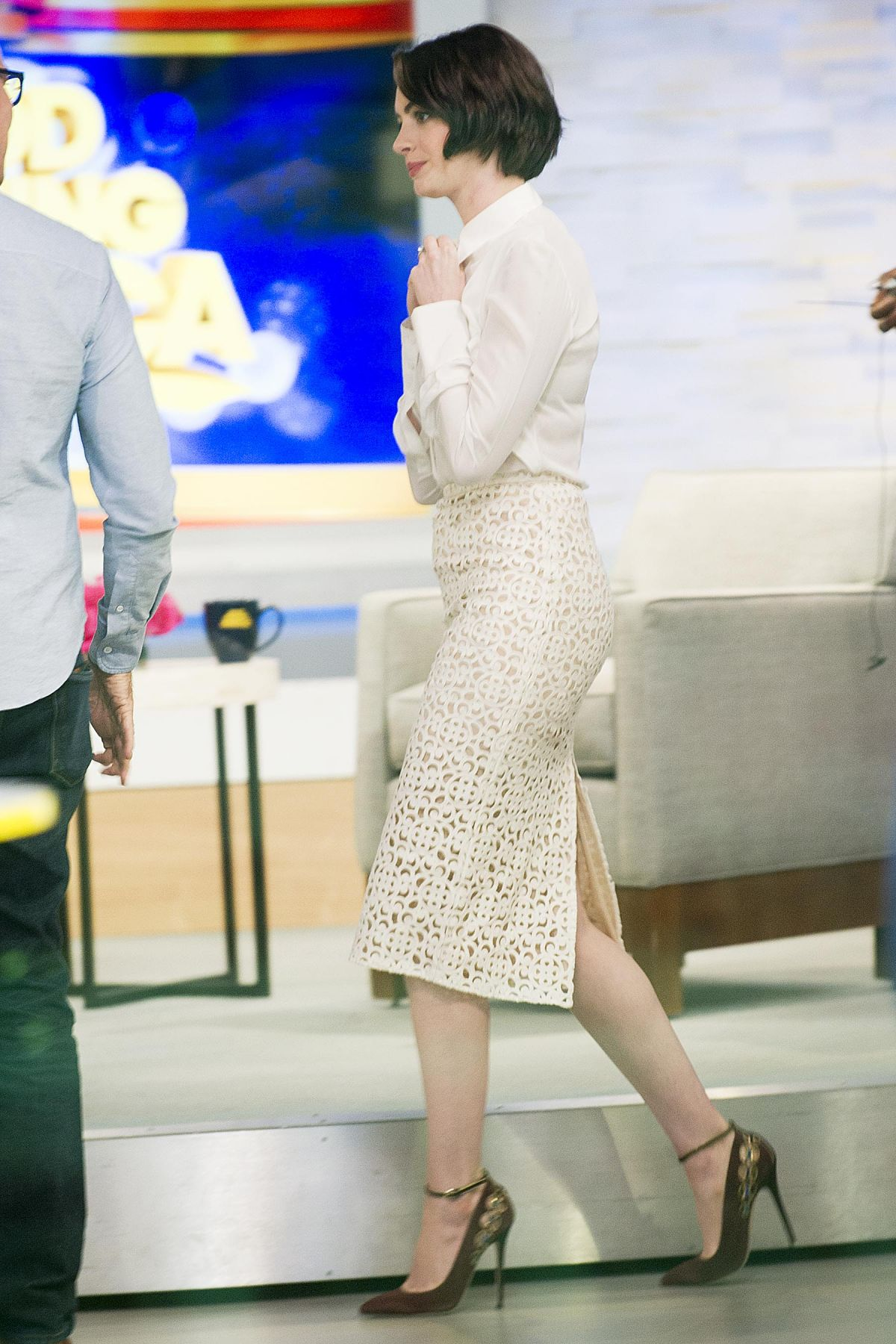 Good Morning America New York : Anne hathaway at good morning america in new york hawtcelebs