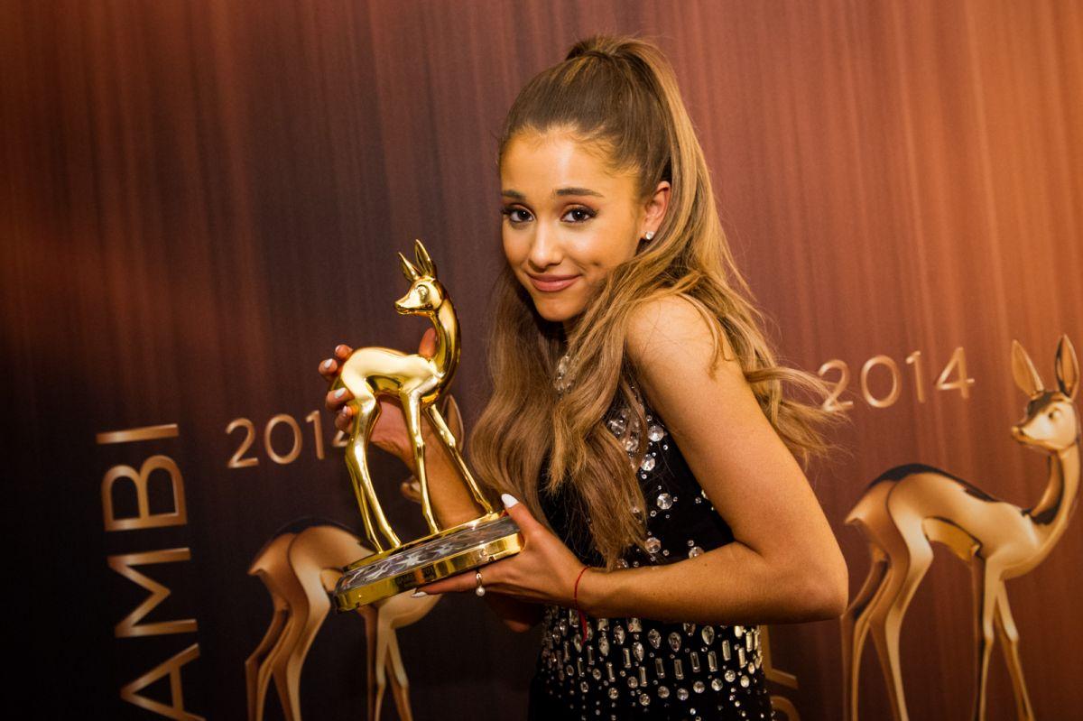 Resultado de imagen para bambi awards ariana grande