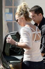 BRITNEY SPEARS Out and About in Thousand Oaks 0111