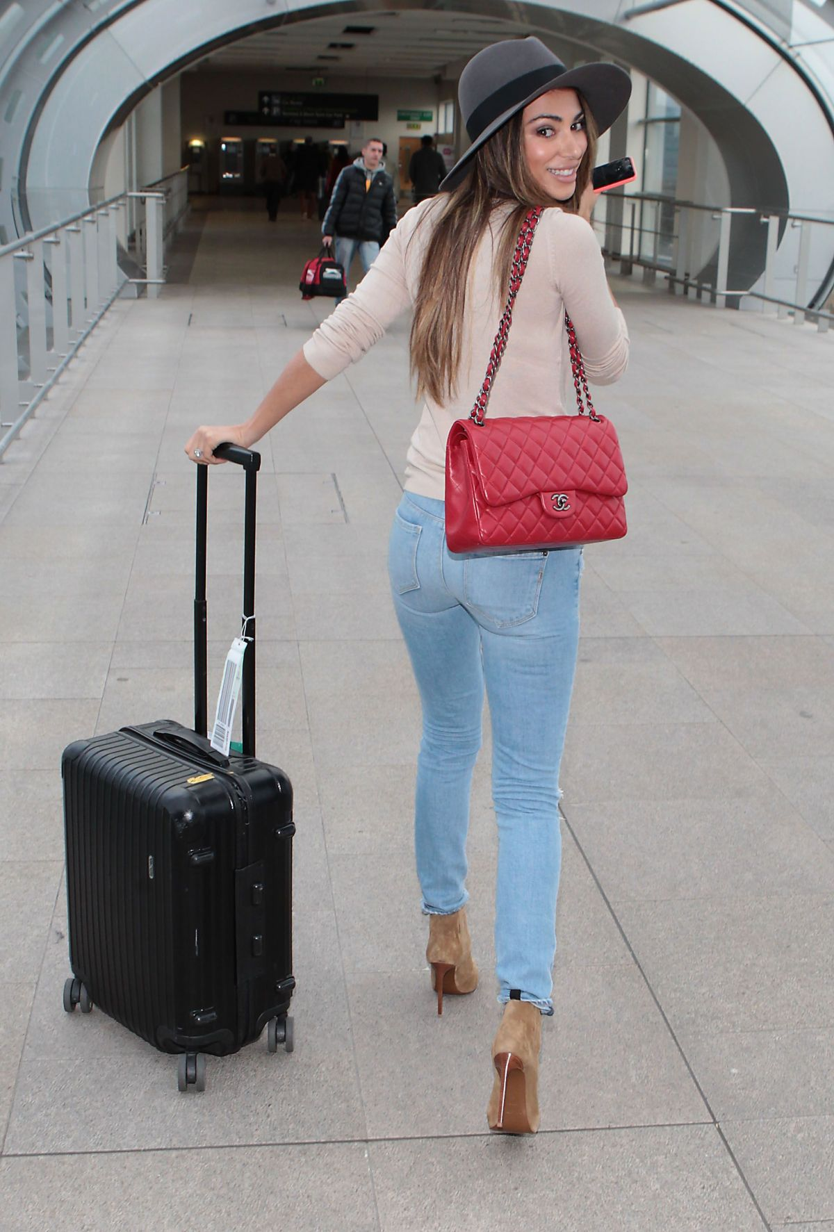 georgia salpa in ripped jeans at airport in dublin. Black Bedroom Furniture Sets. Home Design Ideas