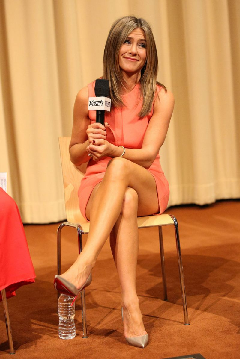 jennifer-aniston-sexy-legs