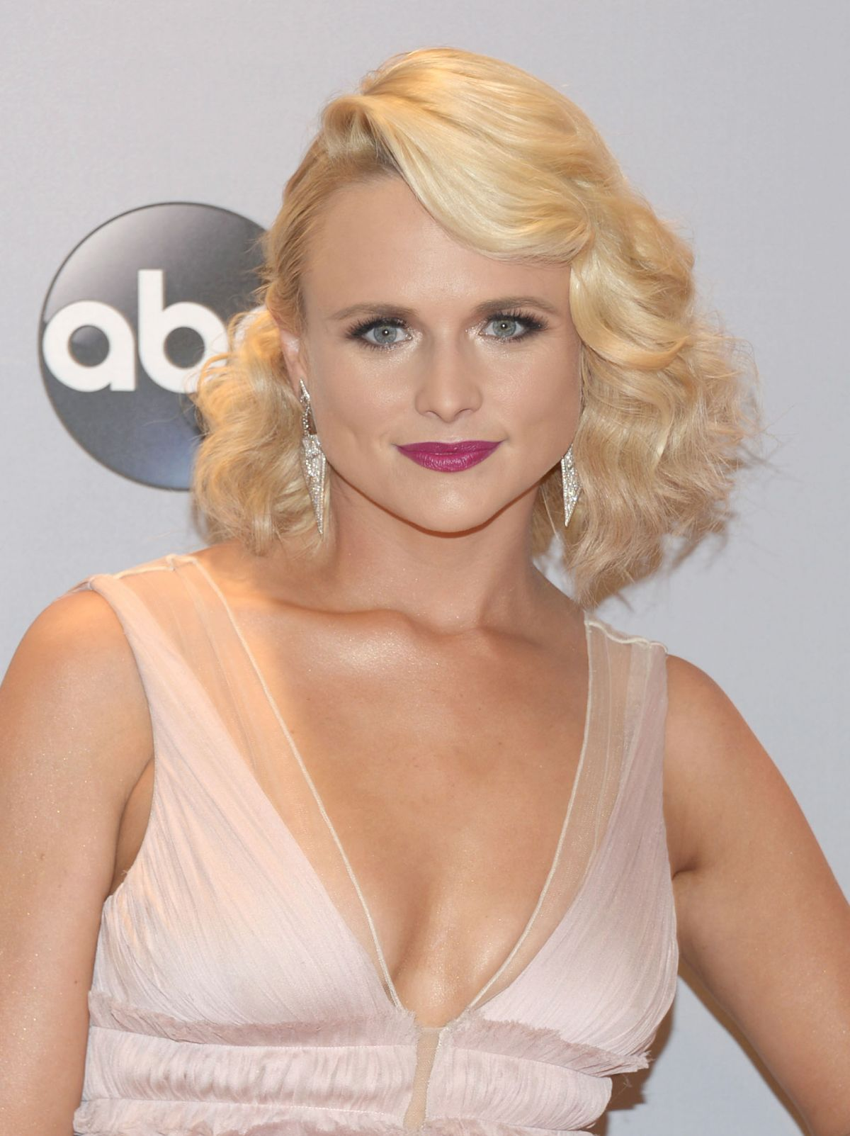 MIRANDA LAMBERT at 2014 CMA Awards in Nashville