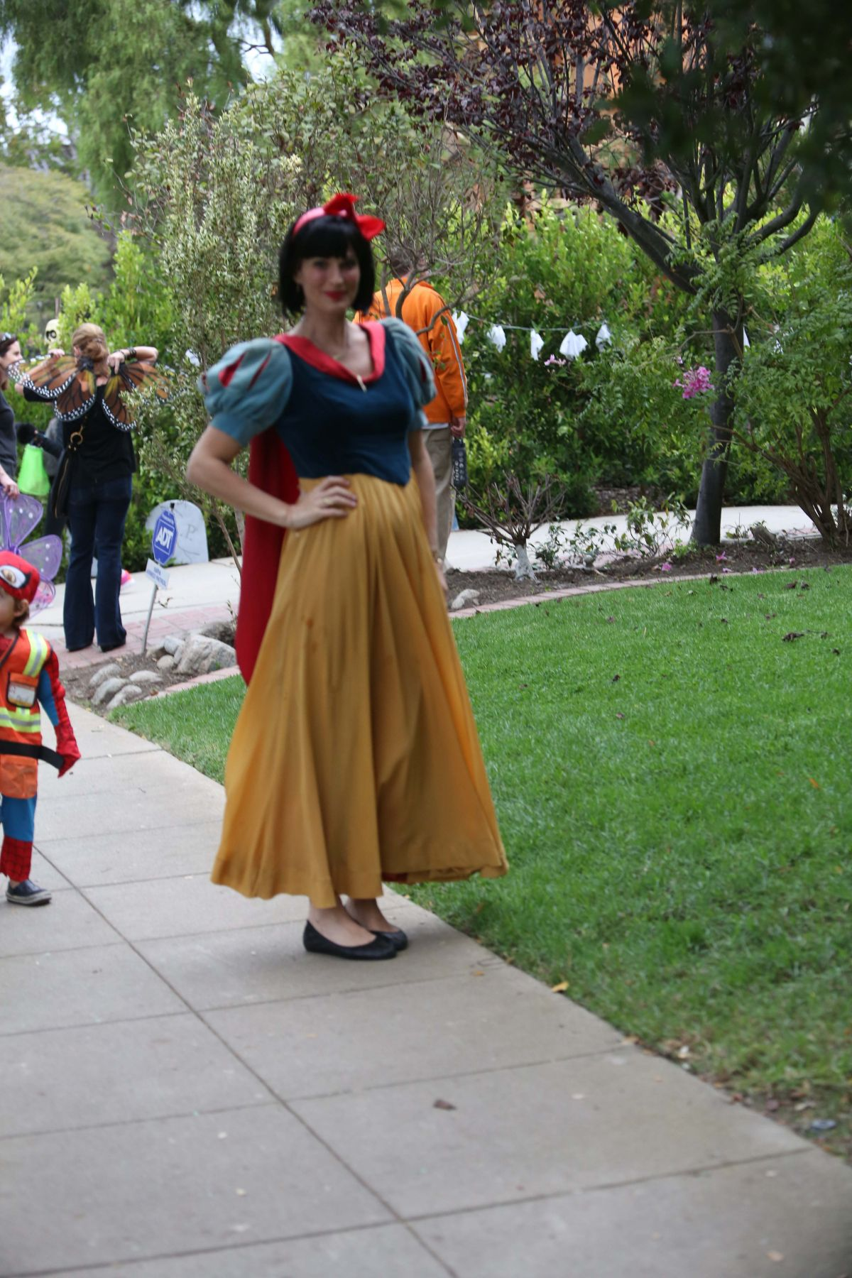 MOLLY SIMS at Trick or Treating in Brentwood